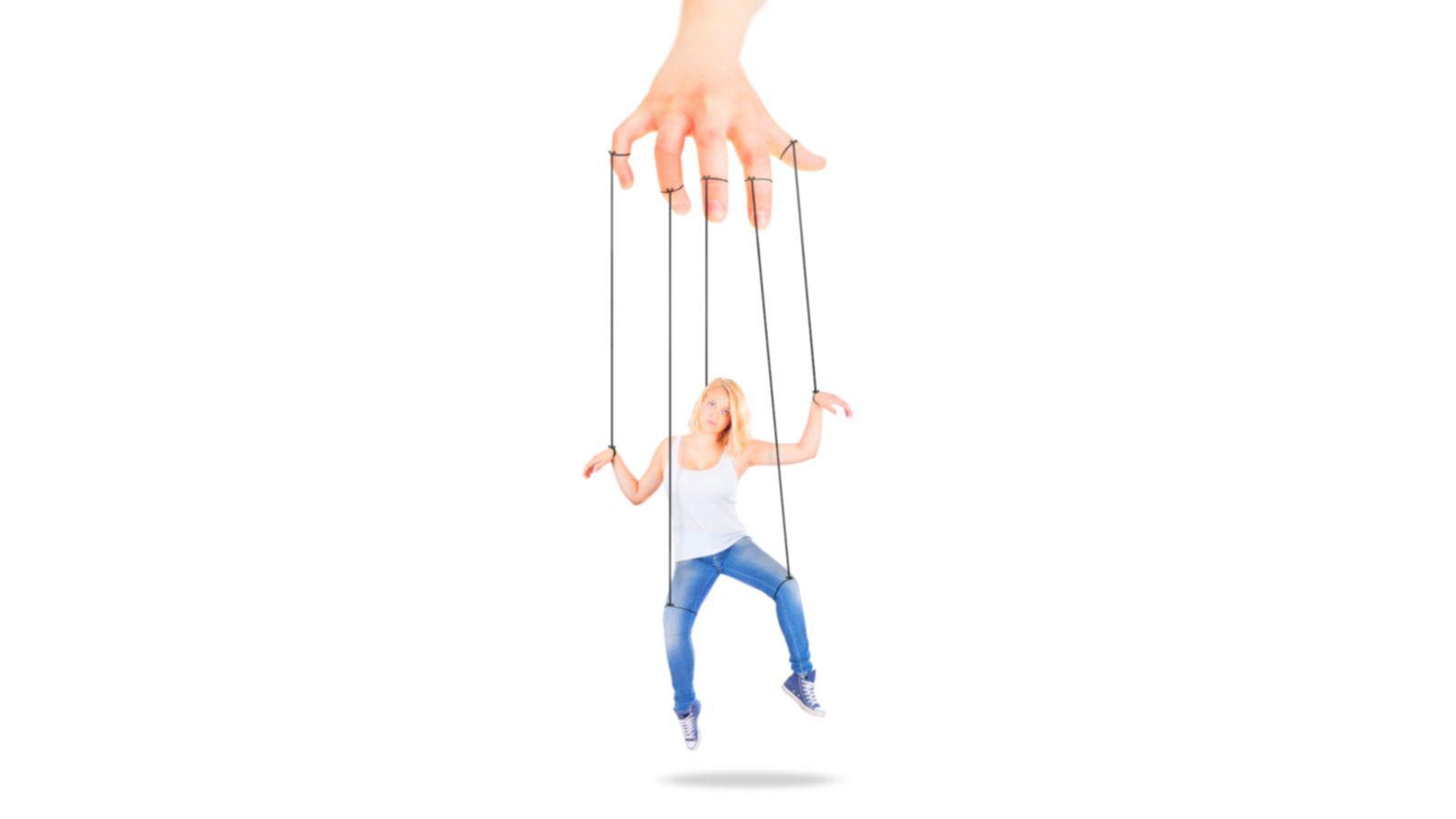 Das verzweifelte Bemühen, Streit zu vermeiden, macht aus ihr (s)eine Marionette